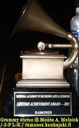 GRAMMY AWARD: LIFETIME ACHIEVEMENT AWARD: RAMONES (2011)